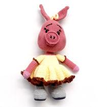 تصویر از عروسک خوک بافتنی