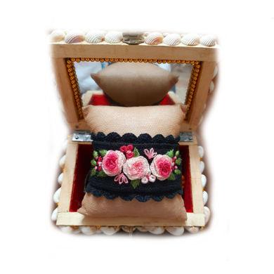تصویر از دستبند گلدوزی شده
