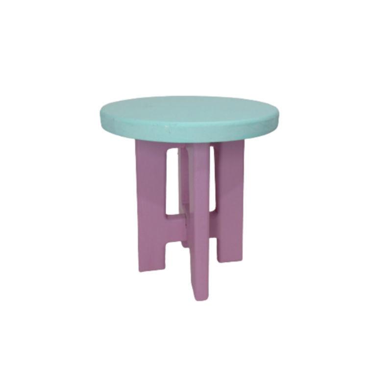 تصویر از چهارپایه چوبی